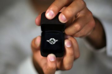 Ava House | Dahlonega, GA | Person proposing with ring in box